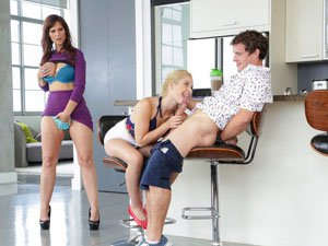 MILF Syren Demer proposes a threesome
