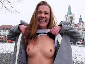 Dominika gets persuaded to have public sex in exchange of cash