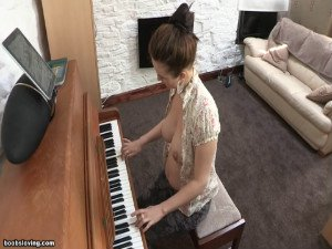 Danielle learn to play the piano