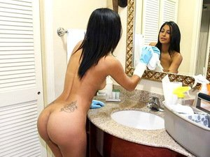 I can watch my maid's ass all day long