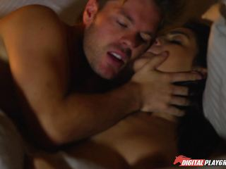 Dirty babe Lexi Lowe fills her mouth with police detective dick