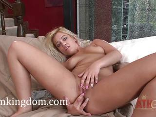 Wild Kenzie Green masturbating